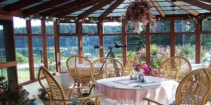 Aleck Bay Inn - Breakfast Conservatory